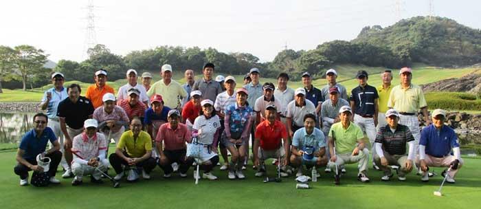 ゴルフコンペ集合写真